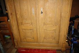 Foto 4 Schrank (antik) aus Massivholz