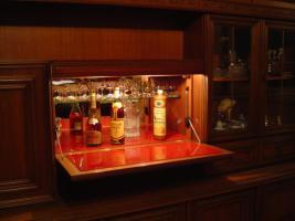 Foto 4 Schrankwand mit Bar