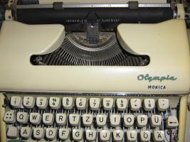 Foto 2 Schreibmaschine Olympia Monica