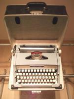 Foto 2 Schreibmaschine von Priveleg zu verkaufen