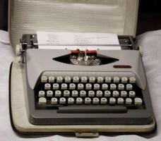 Schreibmaschine  -  ROYAL   *   Reise - Schreibmaschine   *   ROYALReiseschreibmaschine  -  ROYAL