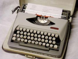 Foto 2 Schreibmaschine  -  ROYAL   *   Reise - Schreibmaschine   *   ROYALReiseschreibmaschine  -  ROYAL
