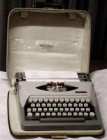 Foto 3 Schreibmaschine  -  ROYAL   *   Reise - Schreibmaschine   *   ROYALReiseschreibmaschine  -  ROYAL