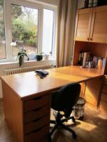 Schreibtisch-Schrank-Kombination