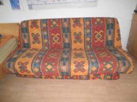 Foto 2 Schreibtisch mit Stuhl, Schlafsofa, Röhrenfernsehr, Kleiderschrank
