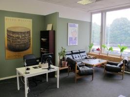 Schreibtisch zu vermieten im Zentralbüro