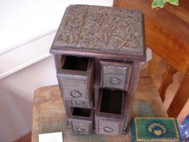 Foto 2 Schubfachschr�nkchen aus alten Blockdruck-Stempel