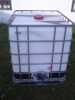 Schütz Kunststoffwassertank 1000L mit Gitterkäfig