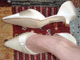 Foto 2 Schuhe neu, Rainbow club Ivory Satin Gr. 6,5 bzw. 39,5