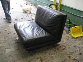 Foto 6 Schwarze moderne und zeitlose Leder Garnitur/ Sofa mit zwei Sessel