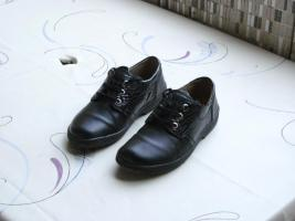 Schwarzer Echt-Leder Halbschuh/auch für orthopäd. Einlagen geeignet