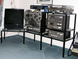 Schwarzes TV - HiFi - Rack