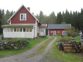 schweden haus im wald zu verkaufen einfamilienhaus balkon terrasse kamin klimaanlage. Black Bedroom Furniture Sets. Home Design Ideas