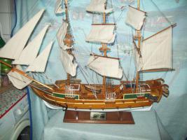 Segelschiff aus Edel Holz
