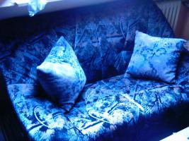 Sehr gut Erhalten Couchgarnietur 3-Sitzer,2-Sitzer, und 1 Sessel, zwei Kissen