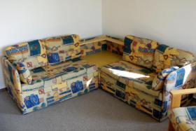 Sehr gut erhaltene Eckcouch (mit Schlaffunktion) + Sessel