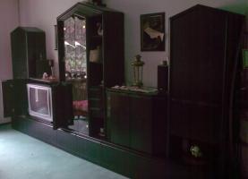 Sehr gut erhaltene schwarze Schrankwand zu verkaufen