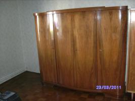 Sehr gut erhaltenes altes Schlafzimmer