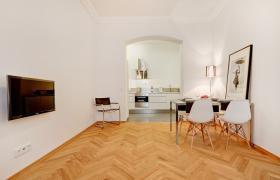 Foto 2 Sehr helle und sonnige möblierte Wohnung in sehr guter ,  (Wohnung mit 3.0 Zimmern)