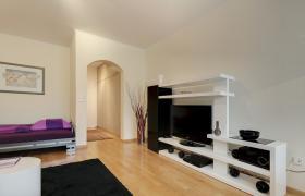 Sehr schöne hochwertig möblierte und ausgestattete 1-Zi-Wohnung