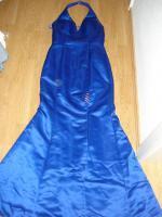 Sehr schönes langes blaues Abendkleid