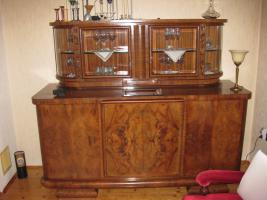 Foto 5 Servierschrank mit weiser Marmorplatte und Glasvitrine