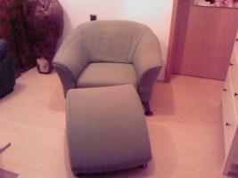 Sessel und Hocker zu verkaufen