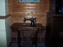 Singer Nähmaschine mit Holzuntergestell