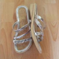 Foto 2 Slipper mit silbernen Riemchen