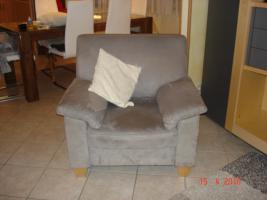 Sofa und 2 Sesseln, Microfaser, grau, Füsse in Buche