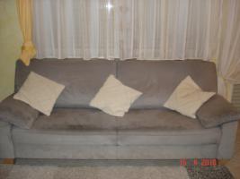 Foto 2 Sofa und 2 Sesseln, Microfaser, grau, Füsse in Buche
