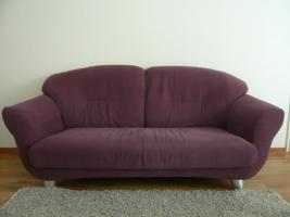 Sofa aus robustem Textil, Aubergine-farben, sehr bequem