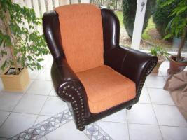 Sofa, Sessel und Tisch (Holz), Kissen, Kolonialstil, Leder