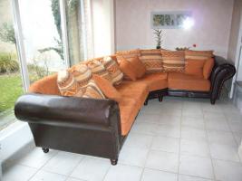 sofa sessel und tisch holz kissen kolonialstil leder. Black Bedroom Furniture Sets. Home Design Ideas