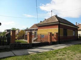 Foto 2 Solides trockenes Bauernhaus in W-Ungarn VHB 15000� auf 1800qm Grund!