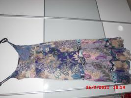 Sommerkleid Lang blumenmuster unter Brustbereich mit steinen verziert grösse 36 (S)