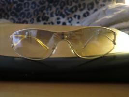 Sonnenbrille von Chanel.Mit Stra� und goldfarbend!Luxus!