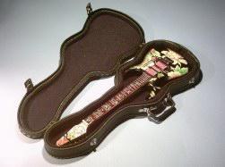 Foto 4 Spezial Miniaturgitarre Köcher + Standard