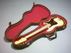 Foto 3 Spezial Miniaturgitarre Köcher + Standard