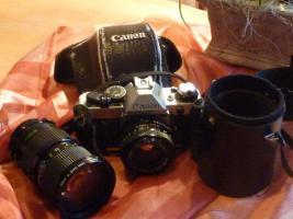 Spiegelreflexkamera Canon AE 1 PGM mit Zubehör