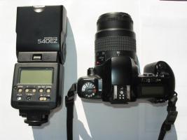 Foto 2 Spiegelreflexkamera mit Original-Objektiv, Blitz und Fototasche