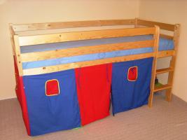 Foto 2 Stabiles Hochbett aus Kiefer mit schönem Spielvorhang und Rollrost