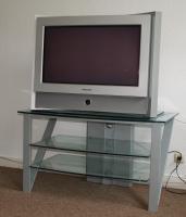 Stabiles TV und Hifi Regal aus Glas inklusive Grundig TV