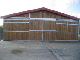 Stallanlage geschlossen mit Innenboxen u. Heulager