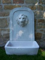 Stein-Brunnen mit Löwenkopf, Sandstein-weiß, Höhe 120 cm
