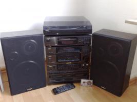 Stereoanlage mit CD, Kassette und Schallplatte zu verschenken (AIWA).