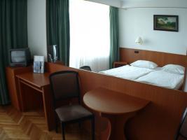 Studenten aufgepasst!WG-Zimmer in Uninahe von Pécs (Ungarn) zu vermieten!