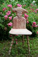 Foto 3 Stühle mit Elsässer-Tracht-Motiv