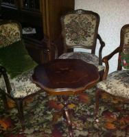 Stühle- 4 Stück Chippendale + Tisch zu verkaufen