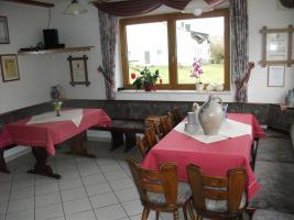 Stühle, Tische, Eckbank von Weinstube